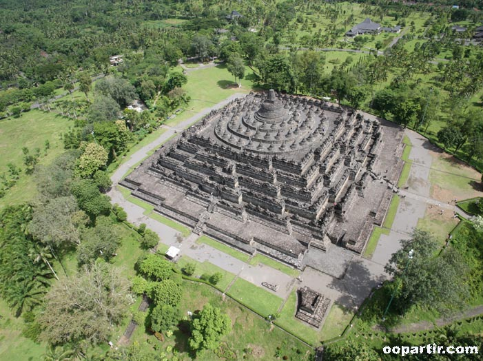 Borobudur, Java © Indonesia.Travel